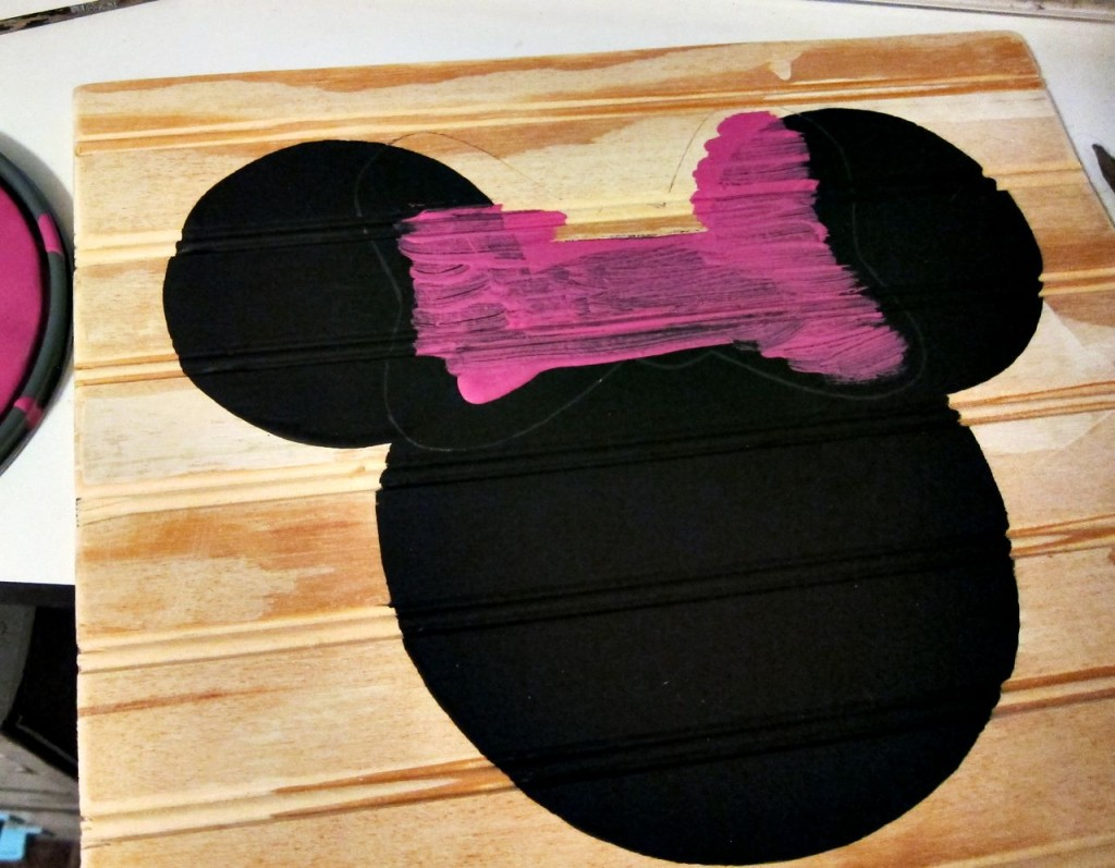 painting minnie mouse bow