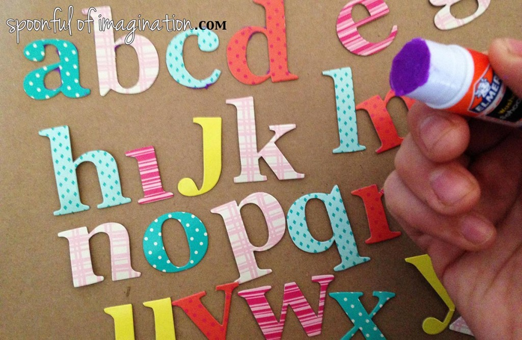 Glueing_alphabet_art