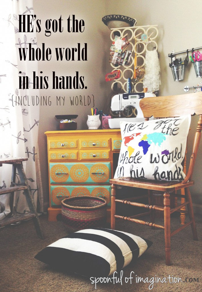 he's_got_the_whole_world_in_his_hands2