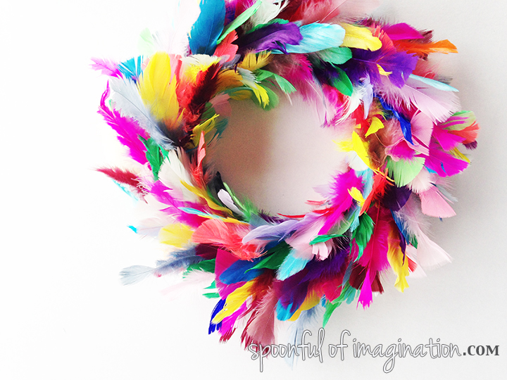 DIY_colorful_Feather_wreath