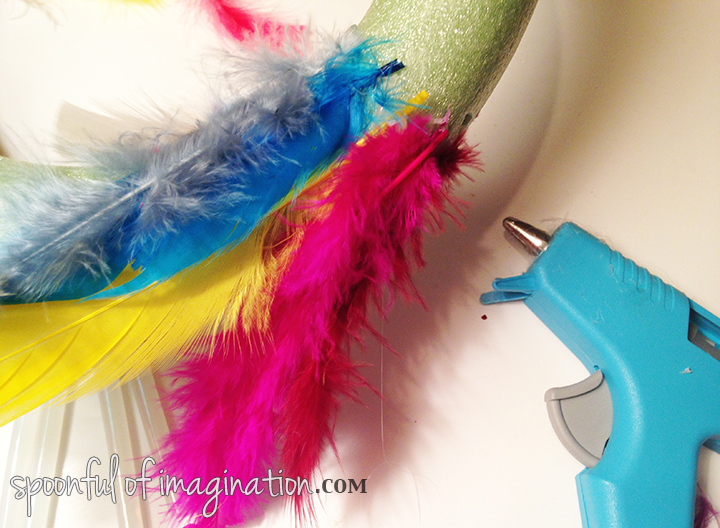 hot_glue_feather_wreath